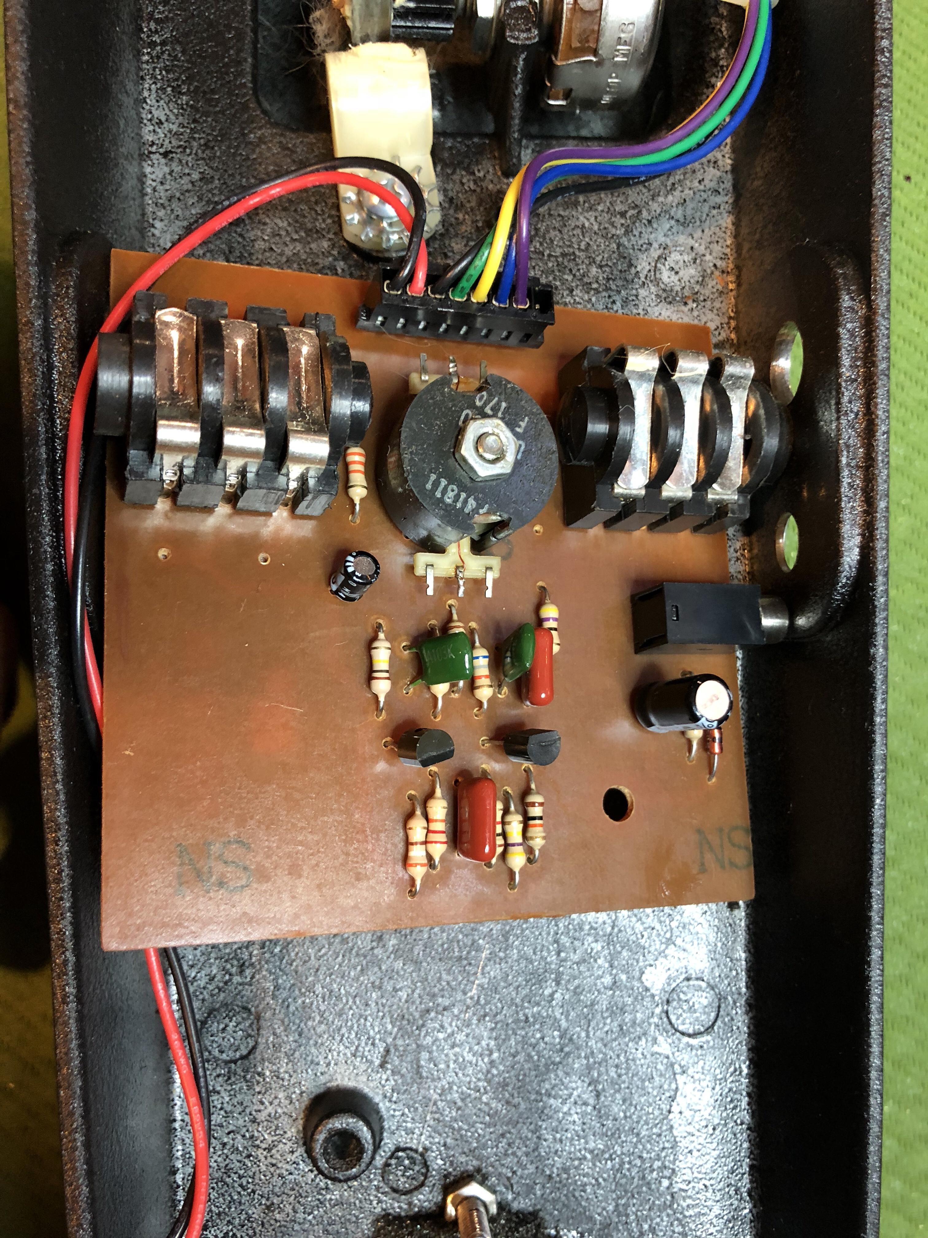 Original wah circuit board with broken jacks